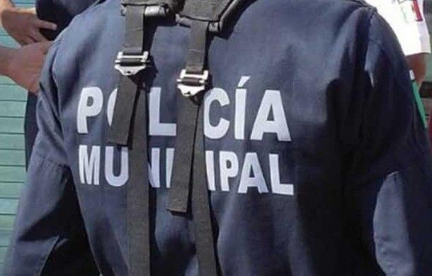 Policía municipal de Salina Cruz cae de patrulla y se golpea la cabeza (10:40 h)