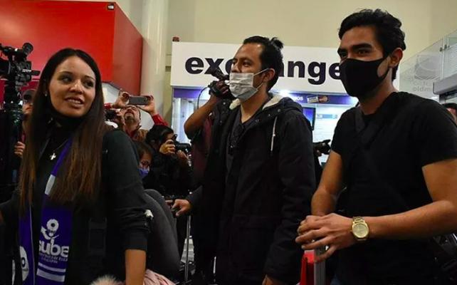 Mexicanos de Wuhan llegan sanos a México tras cuarentena en Francia (07:35 h)