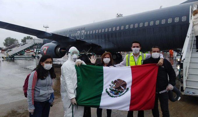 Repatrian en 2 aviones de Sedena a 280 mexicanos varados en Argentina (11:05 h)