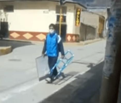 Héroe sin capa. Maestro camina 10 km para dar clases a sus alumnos de bajos recursos (23:00 h)