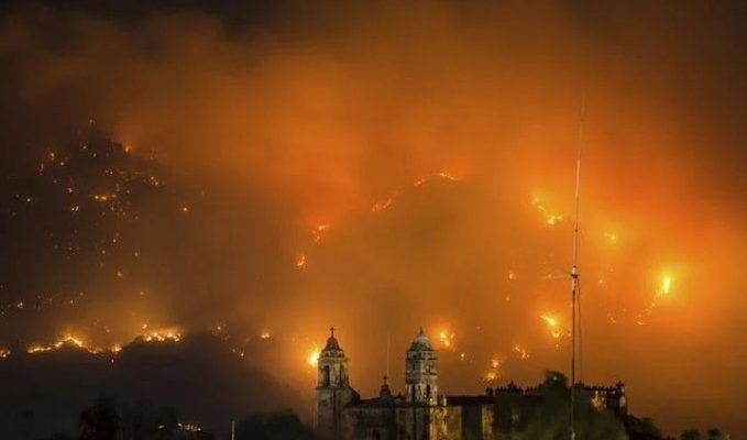 Tepoztlán lleva más de 48 quemándose sin tregua. Más de 50 hectáreas de bosque consumidas (20:22 h)