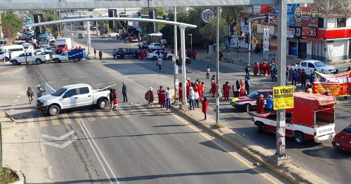 Multi bloquea crucero de Hacienda Blanca,demanda condiciones para retorno seguro a sus comunidades (10:30 h)