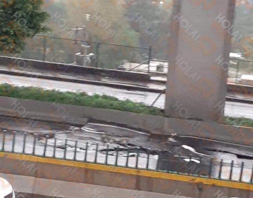 Posible socavón en periférico a la altura de cementos en Tlalnepantla (19:15 h)